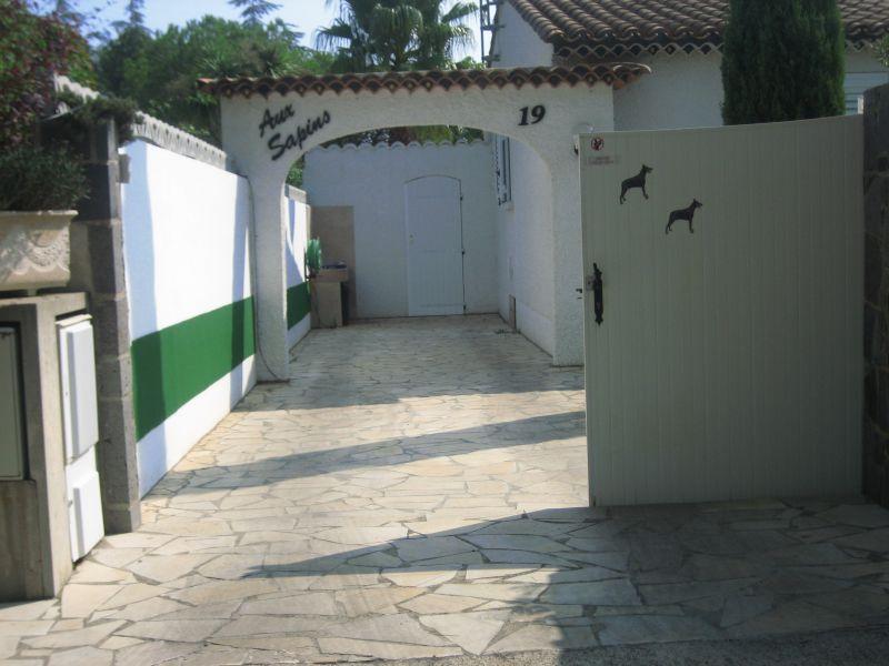 ferienhaus villa mit pool im cap d 39 agde herault languedoc roussillon s d frankreich zu vermieten. Black Bedroom Furniture Sets. Home Design Ideas